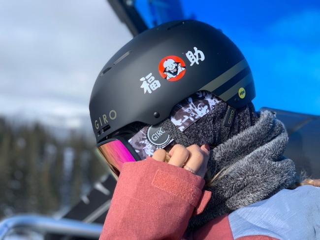 ヘルメットへのCIロゴ掲載イメージ