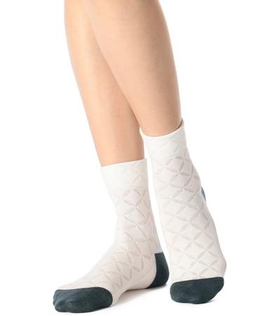 気温に合わせて衣類内の温度を調節するエアコン機能のような『満足』調温インナー&ソックスが好評