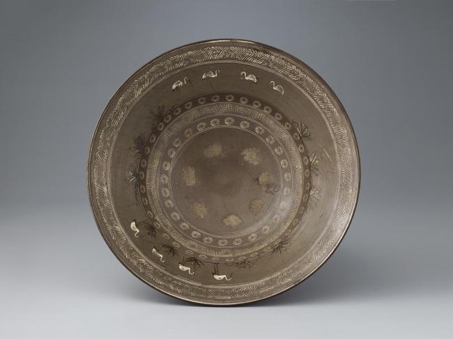 象嵌鶴文大皿 肥前 武雄 小田志・庭木 1630~1650代
