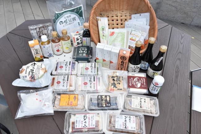 「おみやげストリート」には地元の有名店の豆腐やユニークな豆腐関連商品が集結。
