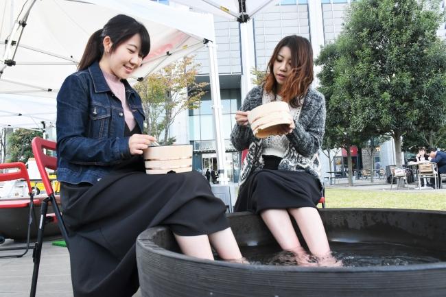 日本三大美肌の湯・嬉野温泉の温泉水を現地から直送し、手と足で体感できます。