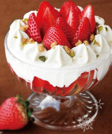 パフェグラスに詰めた苺のショートケーキ~いちごさん仕立て~(chano-ma)