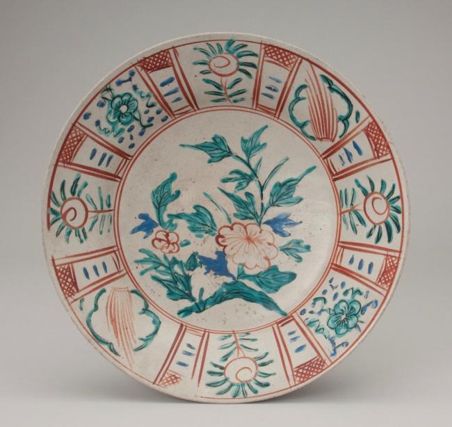 色絵牡丹文皿(いろえぼたんもんさら) 1650年代 肥前吉田 今泉吉郎・吉博コレクション