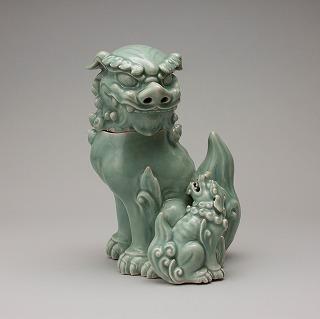 青磁獅子香炉 (せいじ しし こうろ) 肥前 鍋島藩窯 18世紀 溝口孝氏寄贈