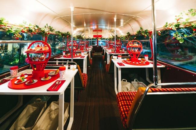 バス内2階のカフェスペース
