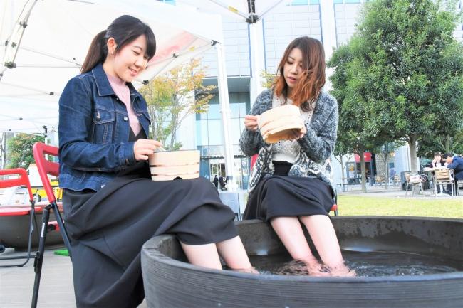透明で柔らかな湯ざわりが特徴の「武雄温泉」足湯