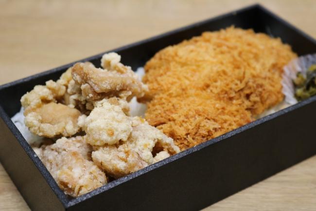 A弁当(チキンかつ1枚(60g)、唐揚げ、ごはん、お新香)500円(税込)