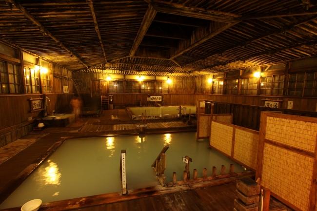 酸ヶ湯温泉旅館 ヒバ千人風呂