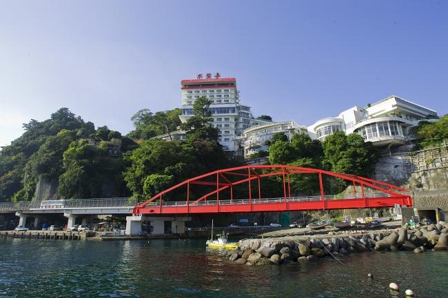 海を臨む絶景  伊豆山漁港の真上高台60mに位置