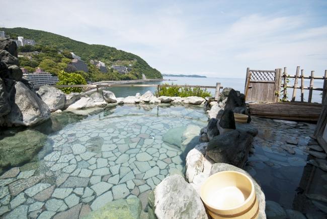 相模湾を臨む開放的な露天風呂