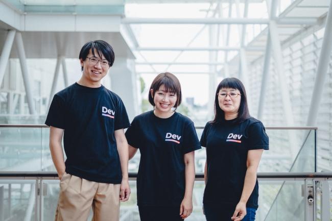 写真左から aggre(CTO)、原 麻由美(CEO)、宮本 麻利子(COO)