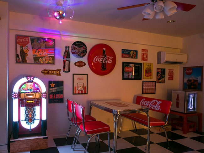 客室番号も509(コーク)号室というこだわりのコカ・コーラルーム