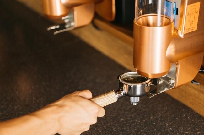 茶葉を最適な大きさに粉砕するティーグラインダー