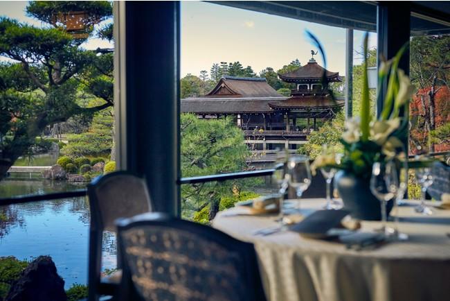 総面積約1万坪を誇る「神苑」。桜や菖蒲・紅葉wはじめ、四季折々の風景を楽しむことができる