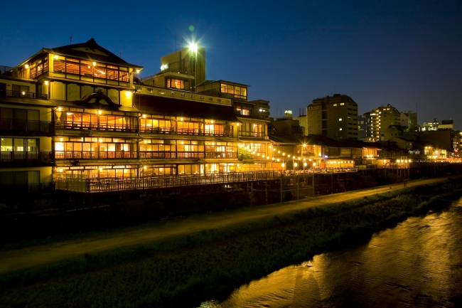 創業150年を迎えた元老舗料亭旅館が舞台