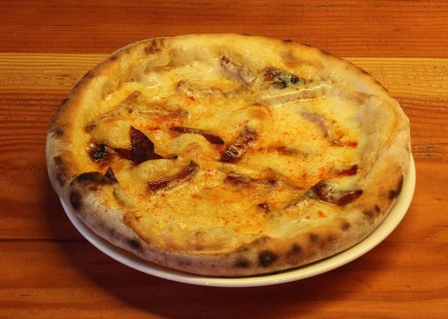 燻製スカモルチーズとイベリコチョリソのピッツア