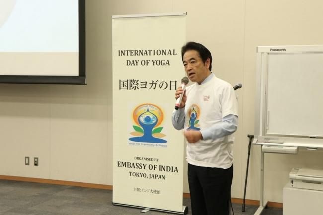 この特別ヨガ・セッションに参加した北村経夫参議院議員