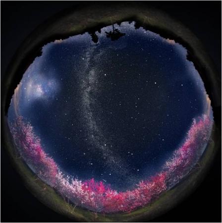 ホームスター阿智村限定ver.から投影される、 日本一の星空と阿智村の風景
