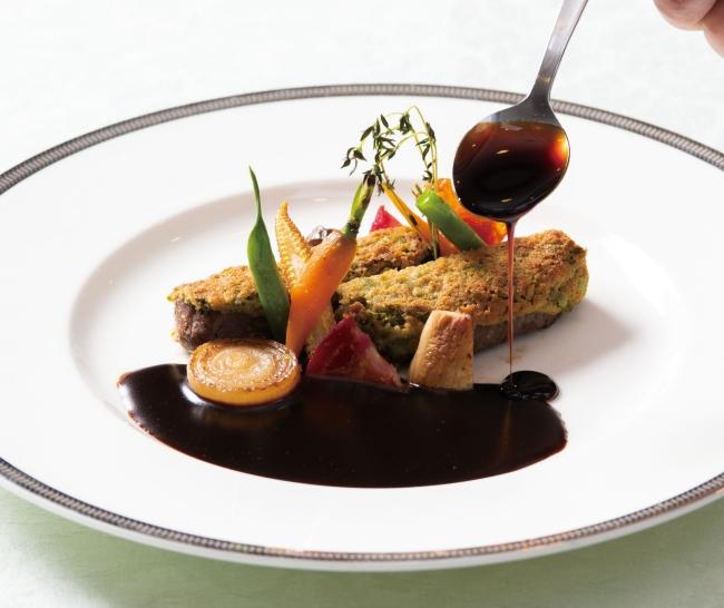 メイン料理の牛フィレ肉のポワレ 赤ワインソース
