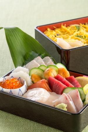 日本料理なにわ 懐石「海鮮ちらし二段重」
