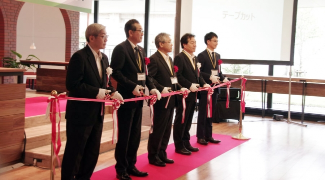 左から、KDDIエボルバ 中澤社長、札幌市 石川副市長、北海道 浦本副知事、クリーンハウス 渡辺常務