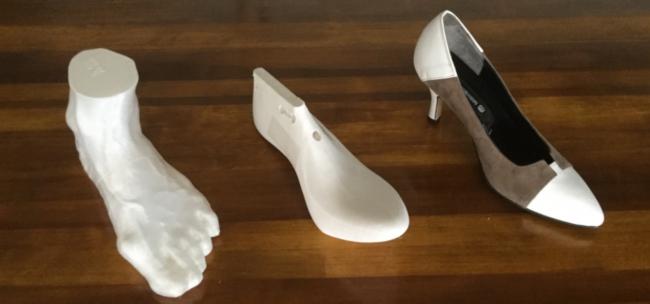 足形から木型をつくり、木型から靴を作ります