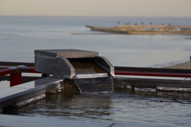 伊勢湾を一望できる貸切露天風呂「天上の湯」