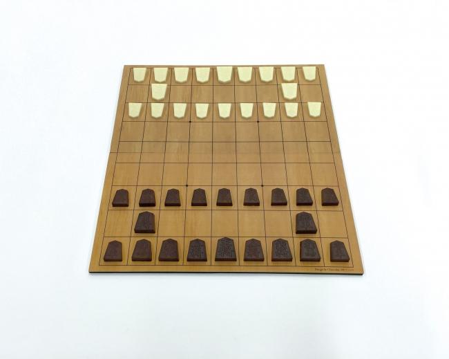 アイデア次第でオリジナルルールの将棋も楽しめる将棋盤付