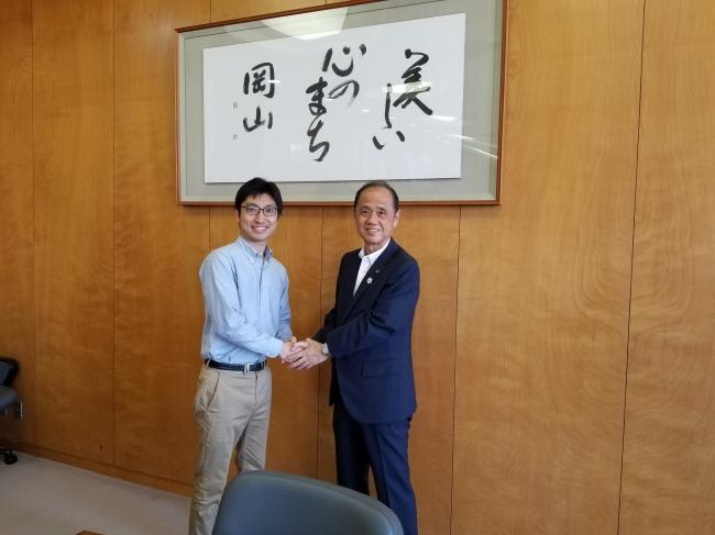 ※右:大森雅夫岡山市長、左:Kids Public代表橋本直也(小児科医)