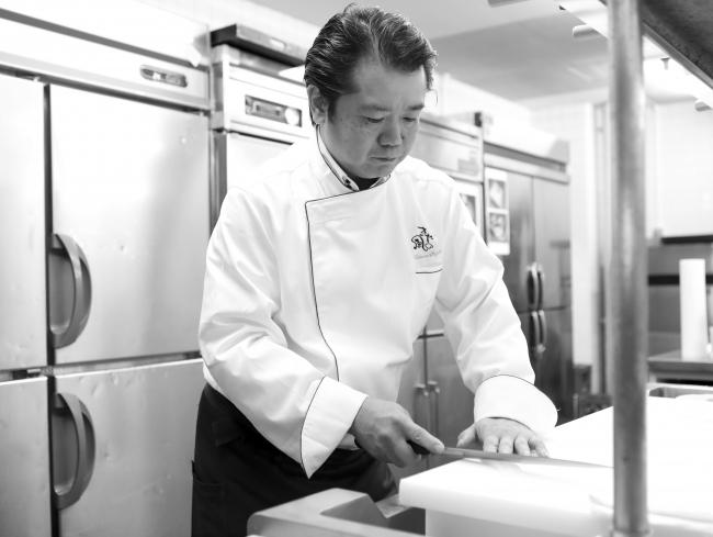 総料理長鈴木孝太朗の手から、数々のゲストを唸らせる美味佳肴が生まれる
