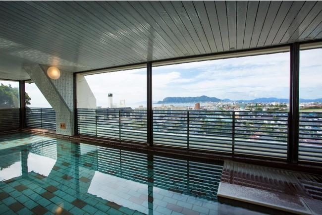 最上階11階、 函館の街を眼下に見下ろす空中大浴殿