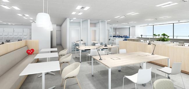 温かみを感じる家具を配したコワーキングスペースイメージ。Web会議用の個室も完備(東京本社)
