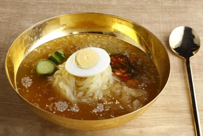 名物こだわりの一口冷麺 480円(税別)
