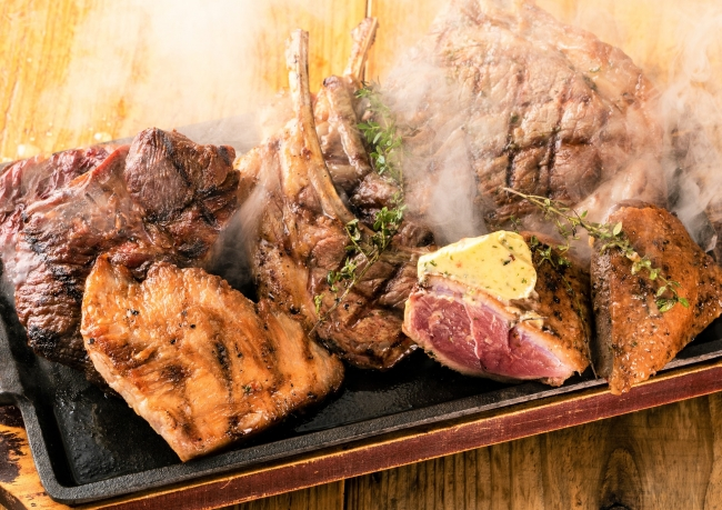 ご注文いただいてからカットし専用グリルで調理します。焼き立て熱々のお肉を召し上がれ!