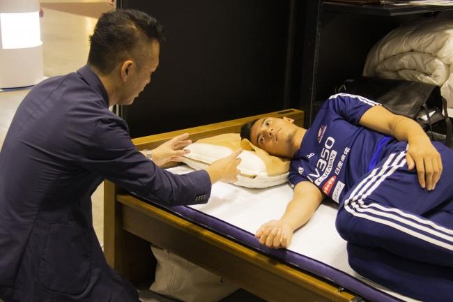 左)齊藤浄一社長 右)イッペイ シノヅカ選手