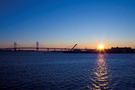 横浜大さん橋から望む初日の出
