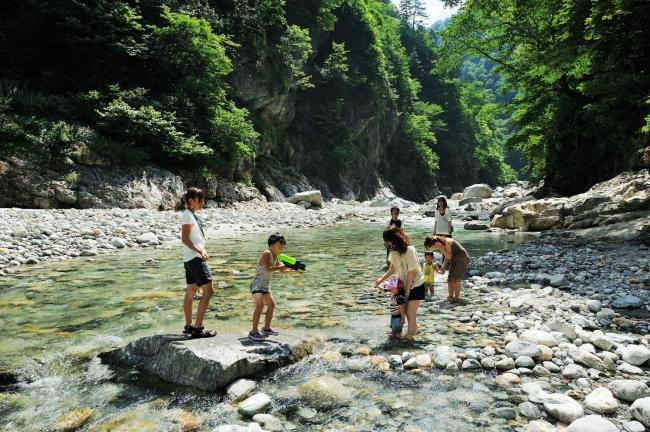 夏休みは親子で大自然を満喫!黒部峡谷トロッコ電車