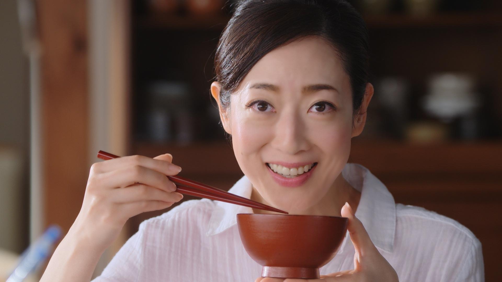 お cm 女優 吸い物 永谷園 永谷園チャーハンの素CMに細川ふみえが出演?ママ役女優は誰?