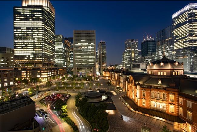 夜の東京駅外観