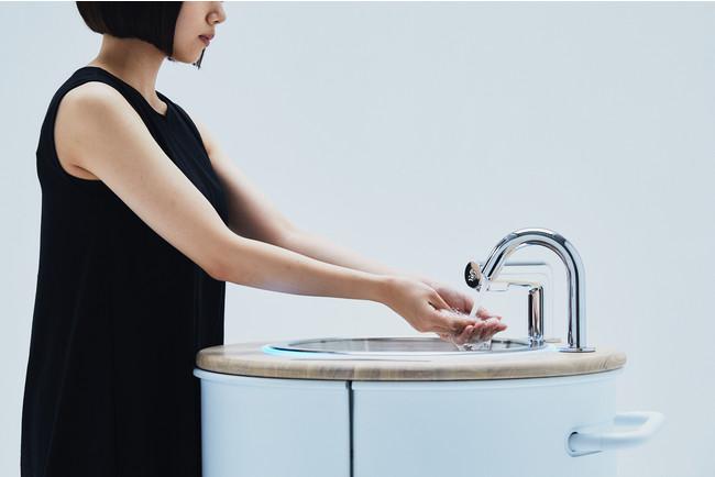 スマートフォンの除菌もできる手洗いスタンド 「WOSH」