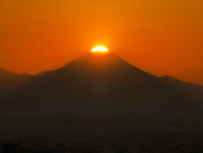 富士山の山頂に太陽が重なる 「ダイヤモンド富士」が見られるチャンス!