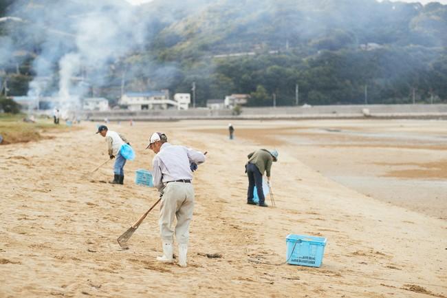 毎月第1日曜日に集まり海岸の清掃をする