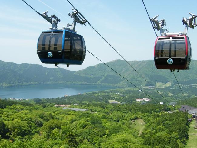 箱根ロープウェイで「早雲山~大涌谷~桃源台」間を空中散歩 ※5/22~6/23まで一部区間運休。  代行バスが運行