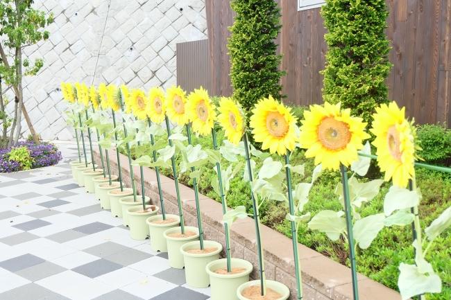 造花から冷涼なミストが噴き出し、  暑さを和らげる「ひまわりミスト」