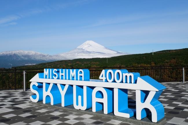 冬の三島スカイウォークと富士山