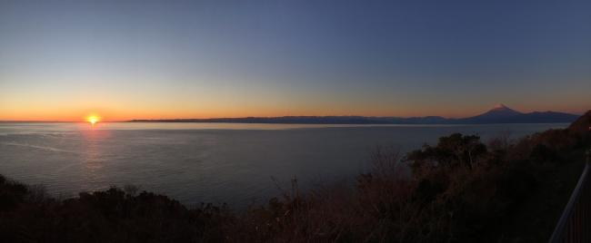 日没を迎える西伊豆・戸田「出逢い岬」(※「戸田」の読み方:へだ)