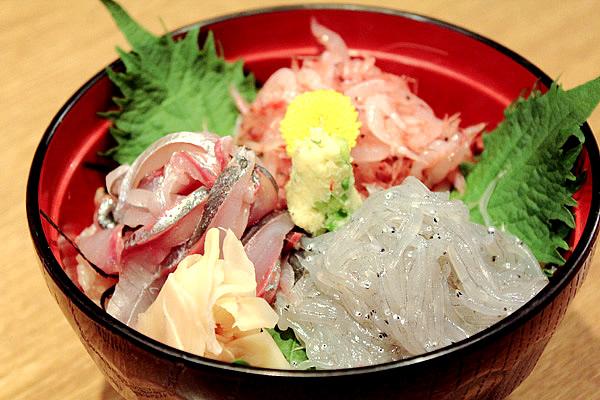 ぬまづ丼(三色丼)