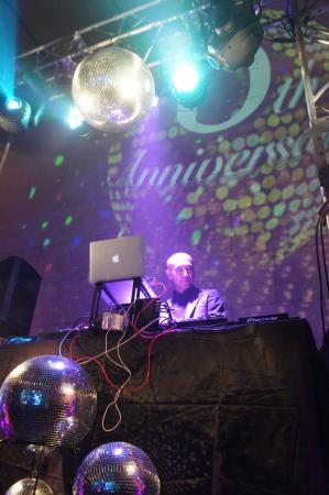 サプライズの総支配人DJ!