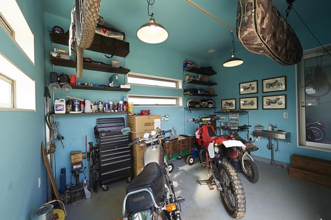 バイクガレージとして活用したDOMA空間は室内通路を確保してるので動線も効率的