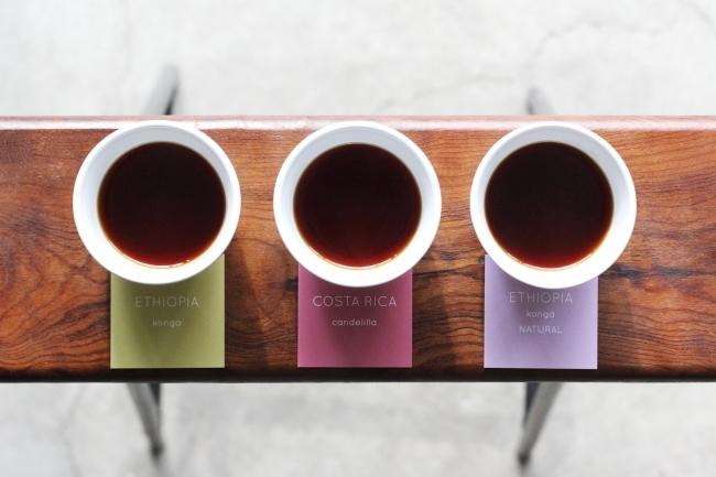 まずLIGHT UP COFFEEに来たら試してもらいたい「飲み比べセット」は3種類のシングルオリジンが試せて680円。